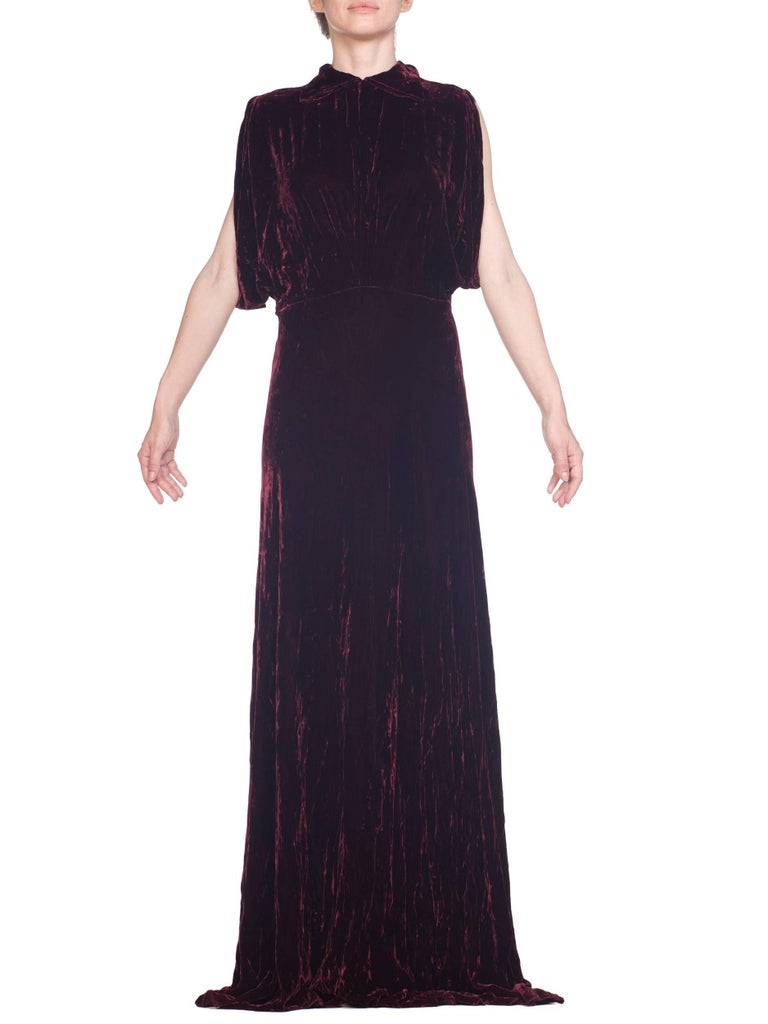 1930S Burgundy Bias Cut Silk Velvet Draped Bodice & Open Sleeve Gown XL In Excellent Condition For Sale In New York, NY