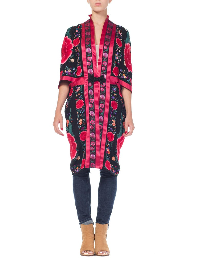 Hand Embroidered Chinese Silk Cocoon Kimono With Vintage Ribbon, 1920s   In Excellent Condition For Sale In New York, NY
