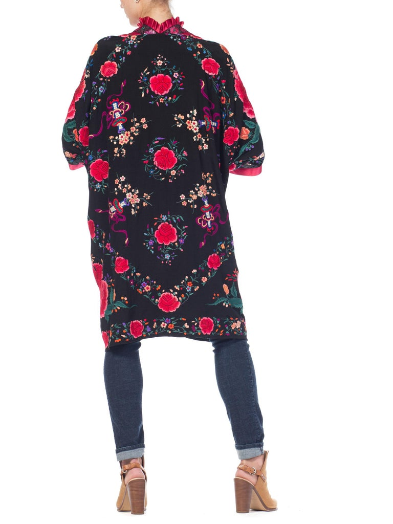 Hand Embroidered Chinese Silk Cocoon Kimono With Vintage Ribbon, 1920s   For Sale 4