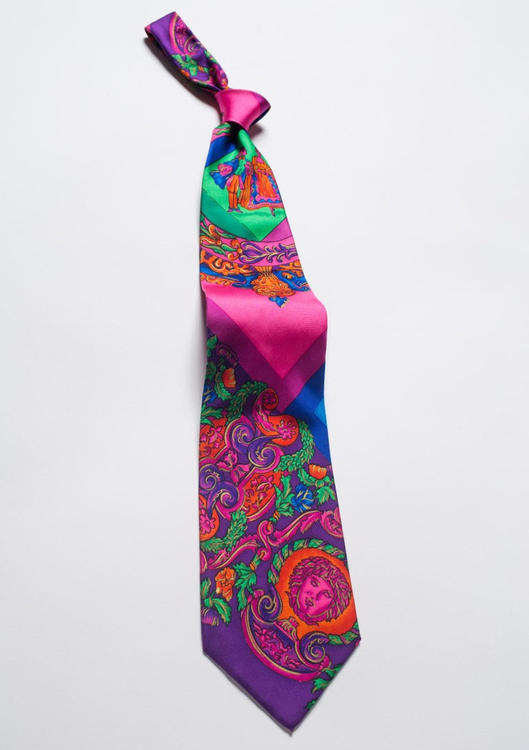 1990s Gianni Versace Hot Pink Medusa Silk Tie with Gold Metallic Accents For Sale 1
