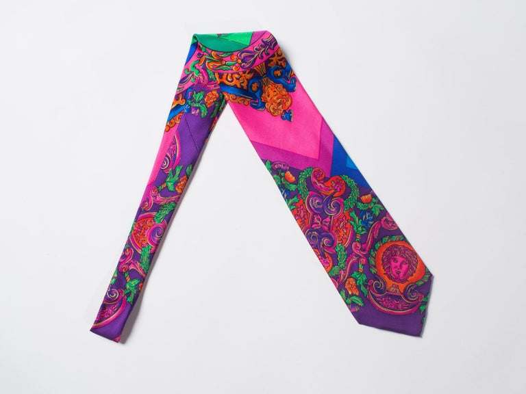 1990s Gianni Versace Hot Pink Medusa Silk Tie with Gold Metallic Accents For Sale 2