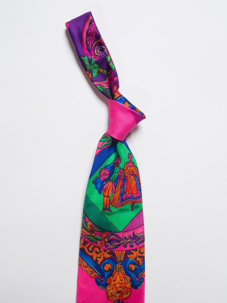 1990s Gianni Versace Hot Pink Medusa Silk Tie with Gold Metallic Accents For Sale 4