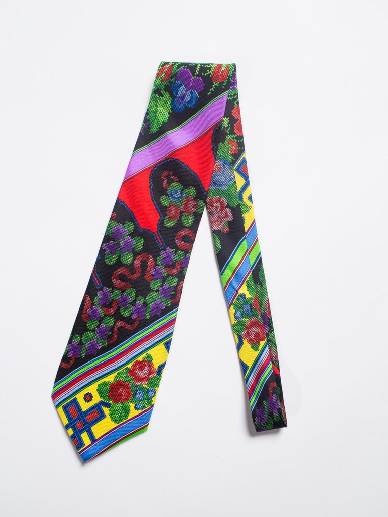 1990s Mens Gianni Versace Chinese Floral Silk Tie For Sale 1