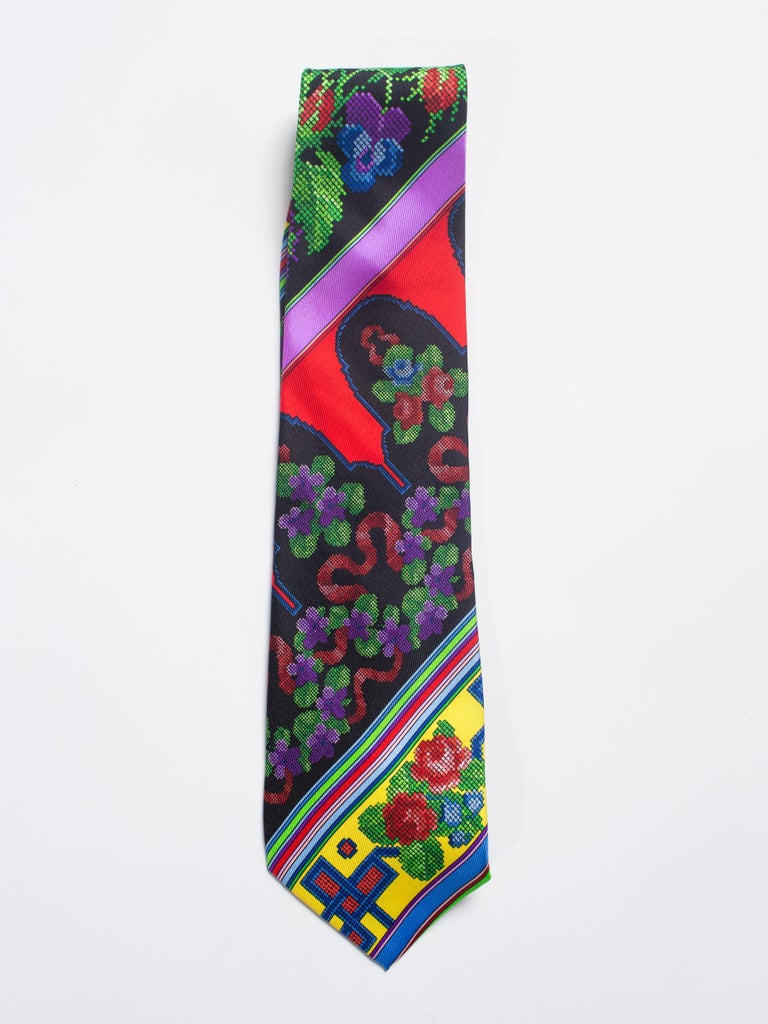 1990s Mens Gianni Versace Chinese Floral Silk Tie For Sale 2