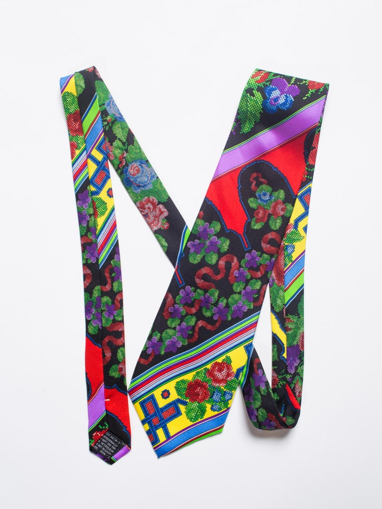 1990s Mens Gianni Versace Chinese Floral Silk Tie For Sale 3