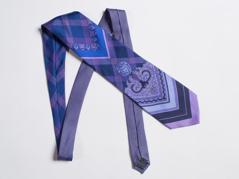 1990s Gianni Versace Blue & Purple Medusa Logo Men's Silk Tie For Sale 2