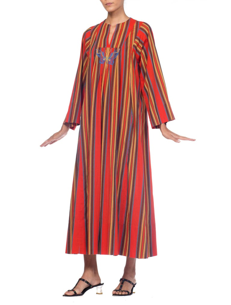 1970s Kaftan Dress With Embroidered Butterfly In Excellent Condition For Sale In New York, NY