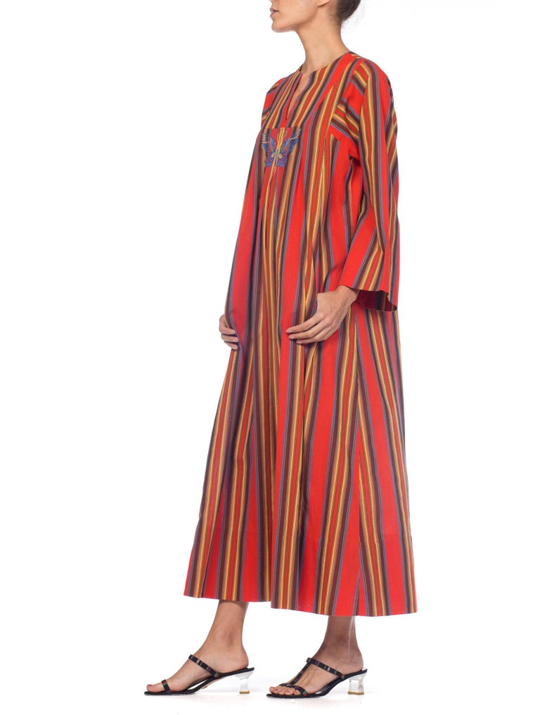 1970s Kaftan Dress With Embroidered Butterfly For Sale 2
