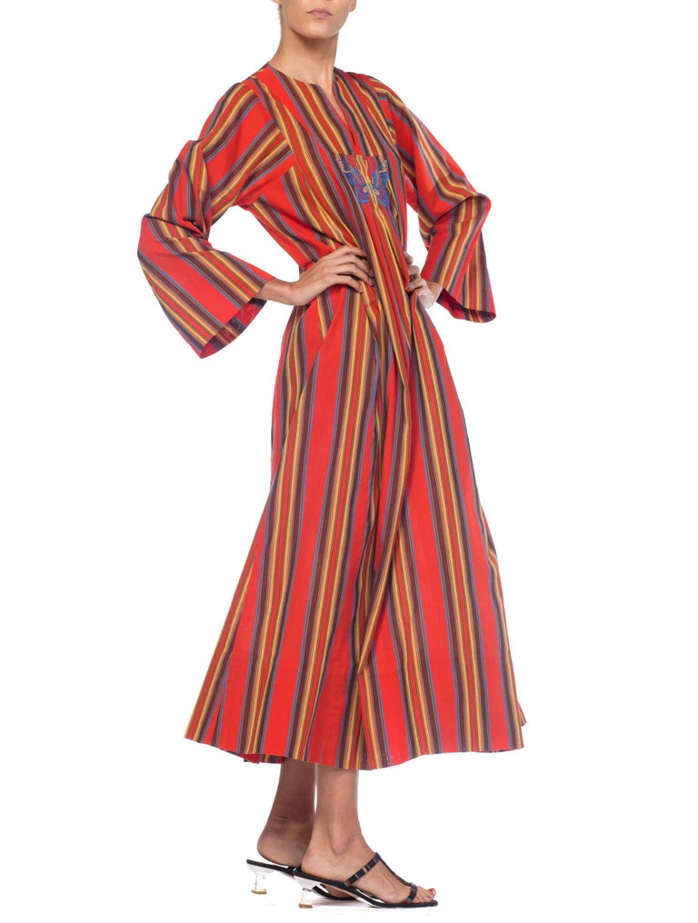 1970s Kaftan Dress With Embroidered Butterfly For Sale 5