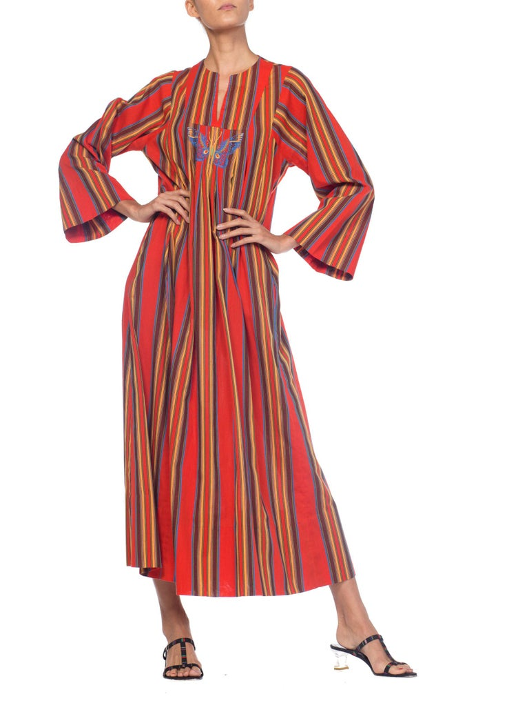 1970s Kaftan Dress With Embroidered Butterfly For Sale 6