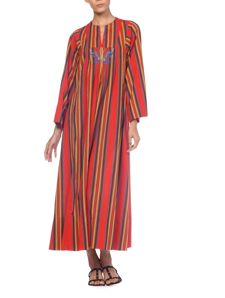 1970s Kaftan Dress With Embroidered Butterfly For Sale 8