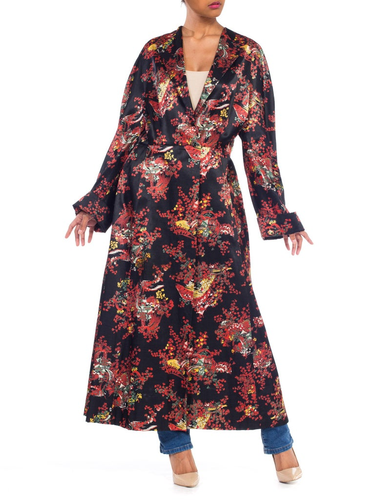 1940S Black Asian Cotton / Rayon Satin Faced Flannel Duster Robe In Excellent Condition For Sale In New York, NY