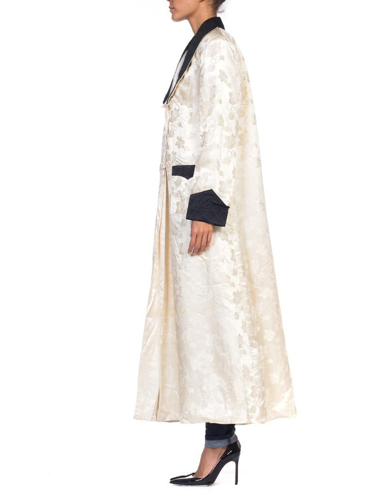 f52045dc45 1940s White Silk Lined Dressing Gown In Good Condition For Sale In New  York