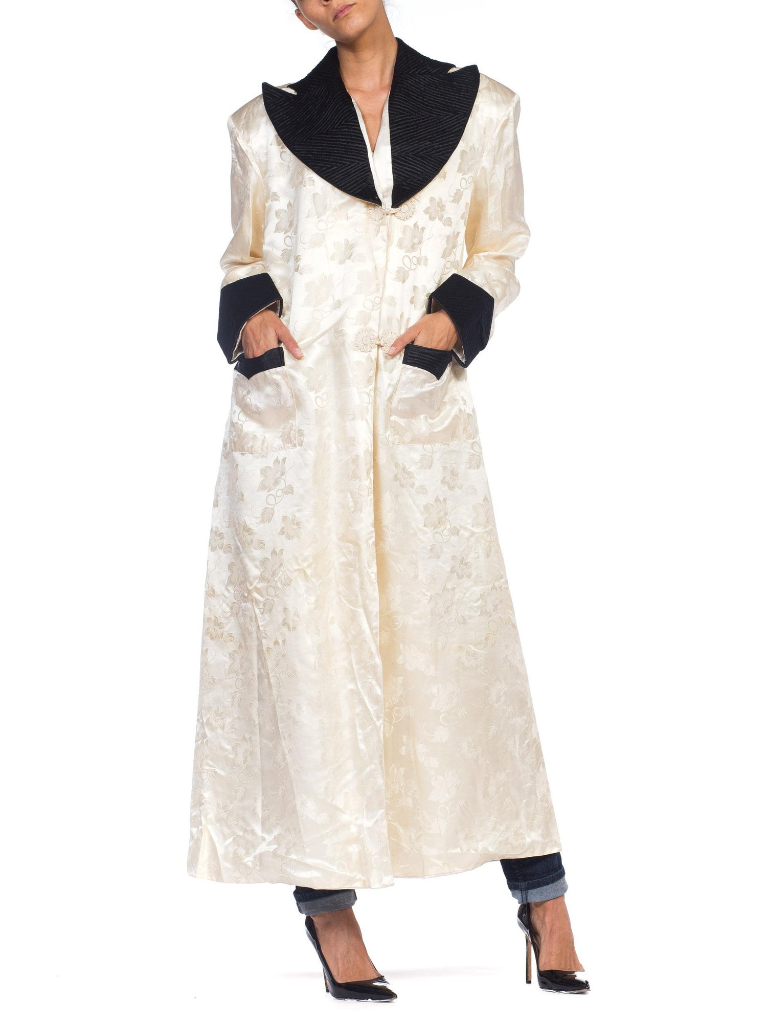 a393322847 1940s White Silk Lined Dressing Gown For Sale at 1stdibs