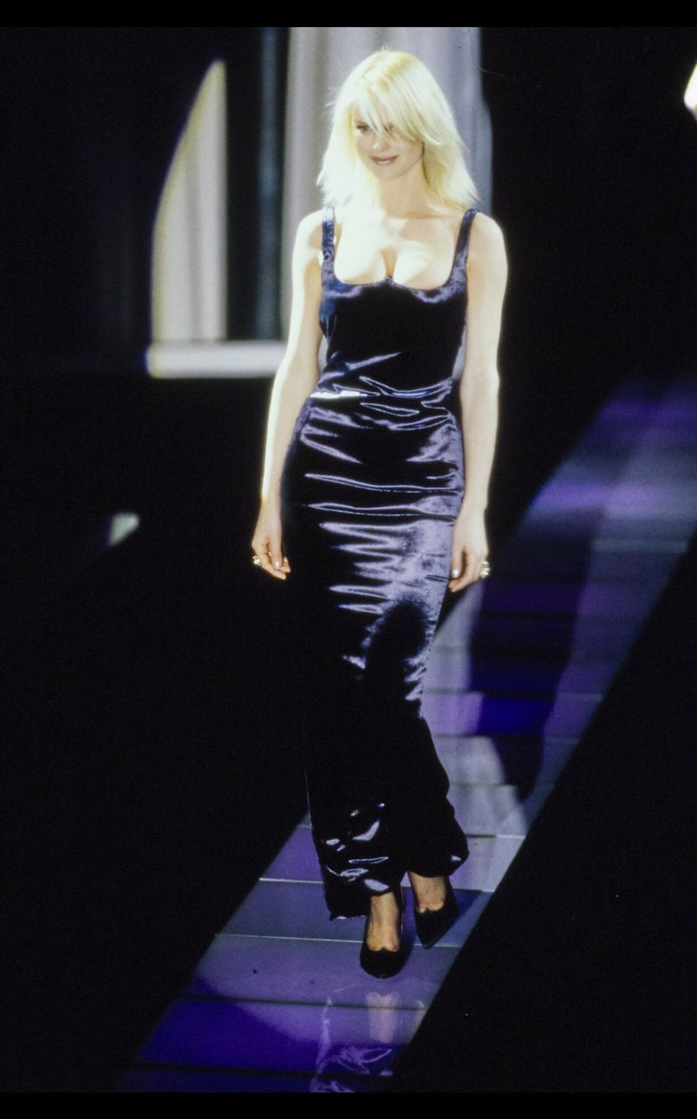 Classic 1990s supermodel svelte long black satin gown from Gianni Versace Couture. Refined and finished inside as well as it is out, with a full satin lining enclosing the internal corset of this dress. A superb amount of fine patterning and
