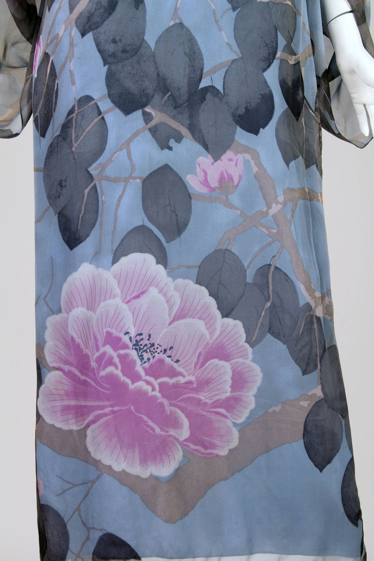 Elegant Hanae Mori Grey Blue Silk Asian Floral Dress For Sale 3