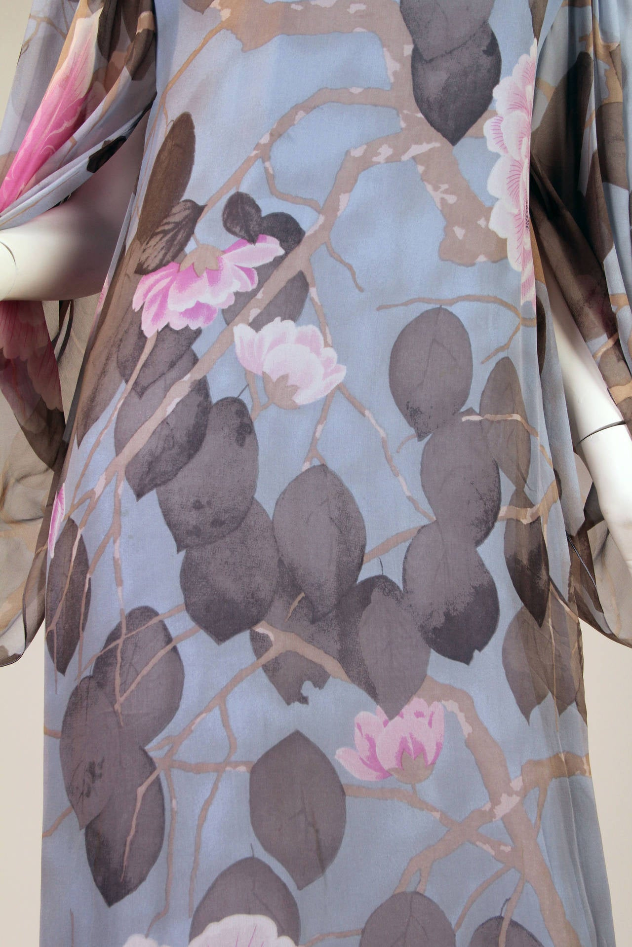 Elegant Hanae Mori Grey Blue Silk Asian Floral Dress For Sale 1