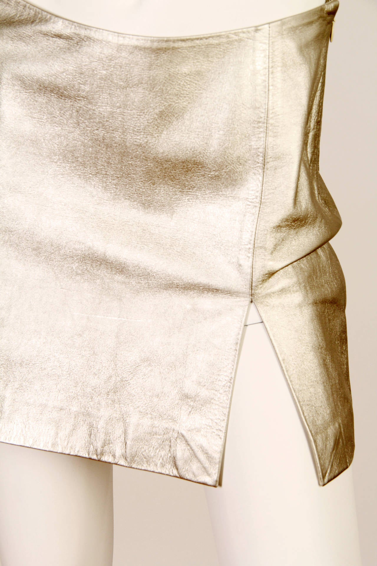 Iconic Documented 1994 Supermodel Gianni Versace Couture Silver Leather Skirt For Sale 1