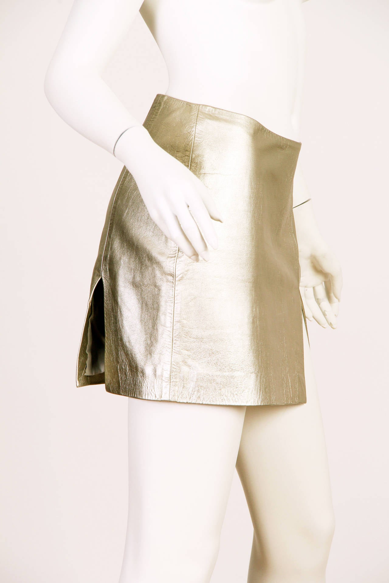 Iconic Documented 1994 Supermodel Gianni Versace Couture Silver Leather Skirt In Excellent Condition For Sale In New York, NY