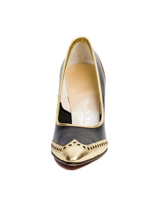 1950s Gold Wingtip Stilettos In New Never_worn Condition For Sale In New York, NY