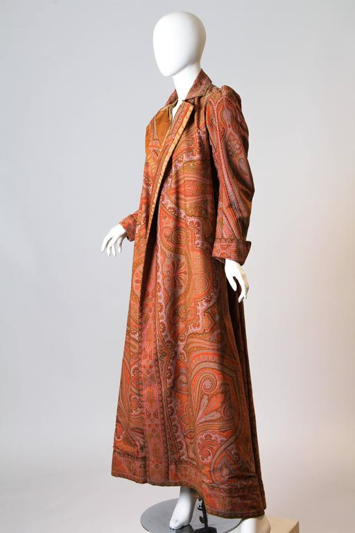 Victorian Paisley Coat In Excellent Condition For Sale In New York, NY