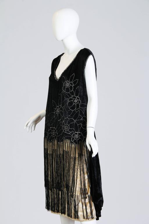Very fine 1920s Velvet Dress with Fringe and Crystals 2