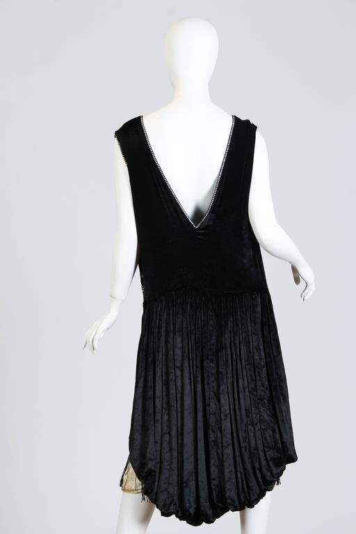Very fine 1920s Velvet Dress with Fringe and Crystals 4