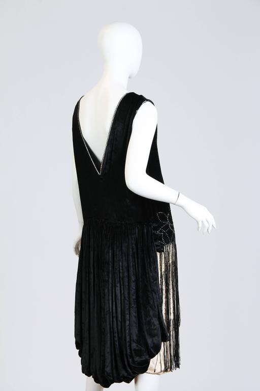 Very fine 1920s Velvet Dress with Fringe and Crystals 3