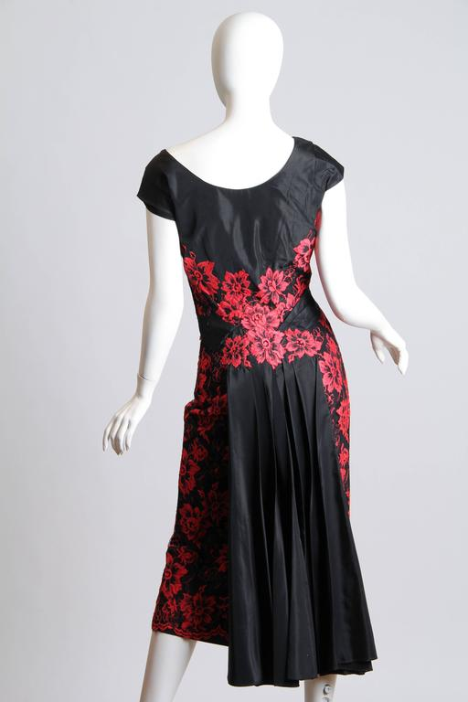 1950S PEGGY HUNT Black & Red Silk Taffeta Chantilly Lace Cocktail Dress In Excellent Condition For Sale In New York, NY