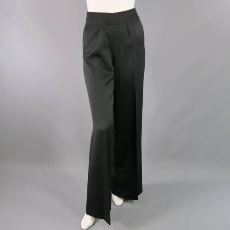 These ultra chic OSCAR DE LA RENTA high rise dress pants comes in a soft black wool and feature a a thick waist band with raw edge ribbon, single pleats, and a wide leg. Made in Italy.