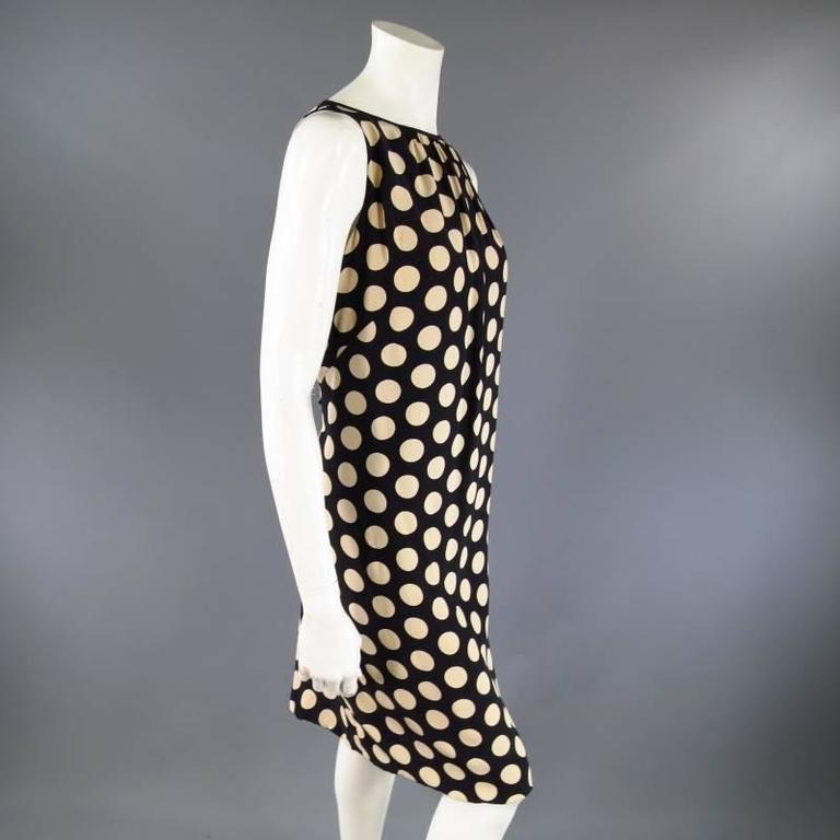 AKRIS Size 8 Black & Beige Polka Dot Silk Pleated Sleeveless Shift Dress In Excellent Condition For Sale In San Francisco, CA