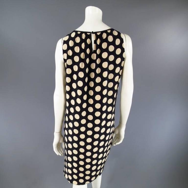 Women's AKRIS Size 8 Black & Beige Polka Dot Silk Pleated Sleeveless Shift Dress For Sale
