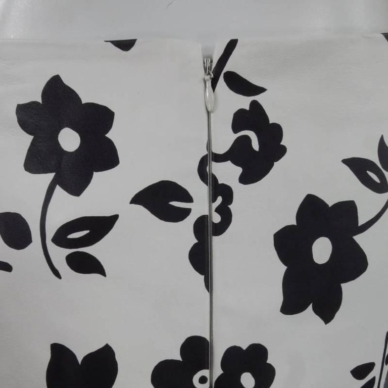 RALPH LAUREN Size 2 White Black FLoral Print Leather A line Skirt In Excellent Condition For Sale In San Francisco, CA