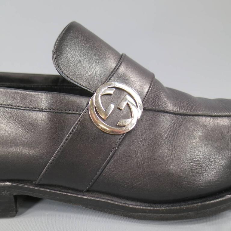 01043ee0316 Men s GUCCI Size 9 Black Leather Silver GG logo Slip On Loafers In Good  Condition For