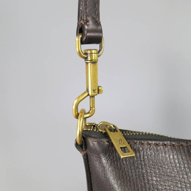 LOUIS VUITTON Brown Utah Textured Leather Sac Plat Messenger Bag In Excellent Condition In San Francisco, CA