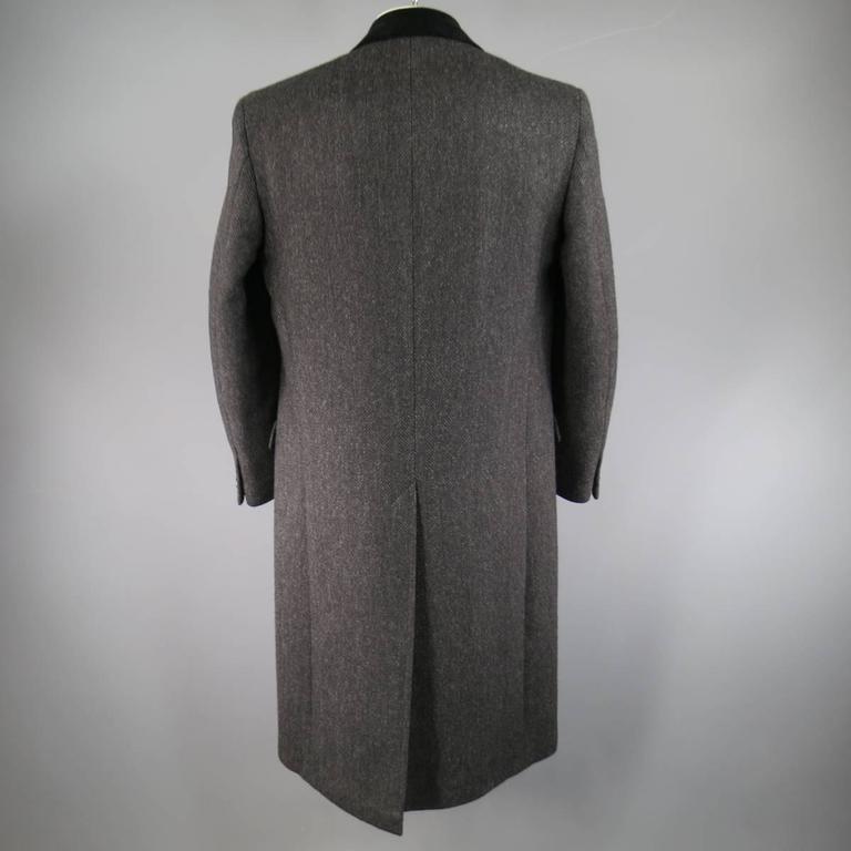 BARNEY'S NEW YORK 42 Charcoal Herringbone Wool Velvet Collar Hidden Placket Coat In Excellent Condition In San Francisco, CA