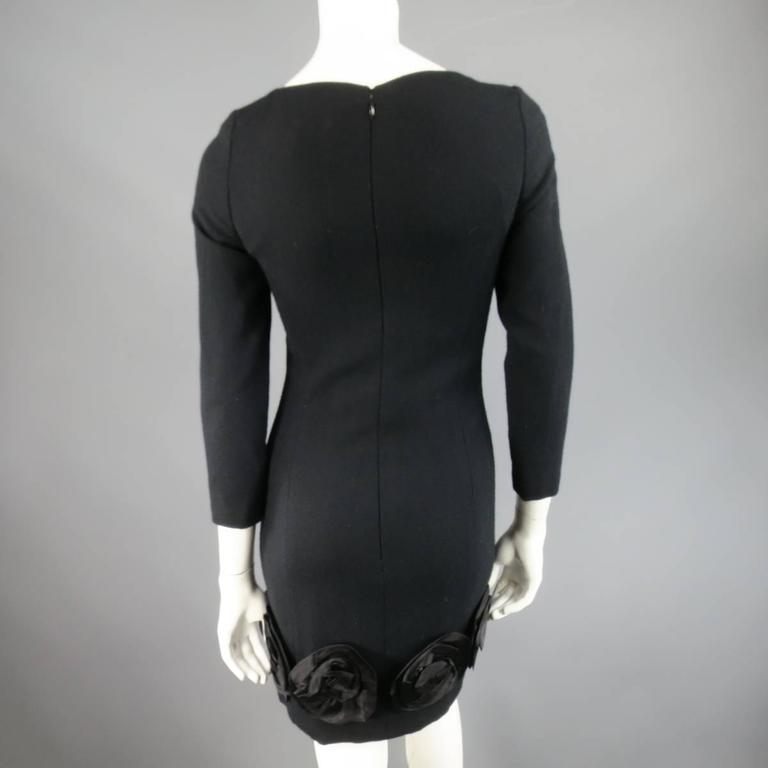 Vintage CAROLINA HERRERA 4 Black Wool Blend Long Sleeve Flower Hem Sheath Dress For Sale 1