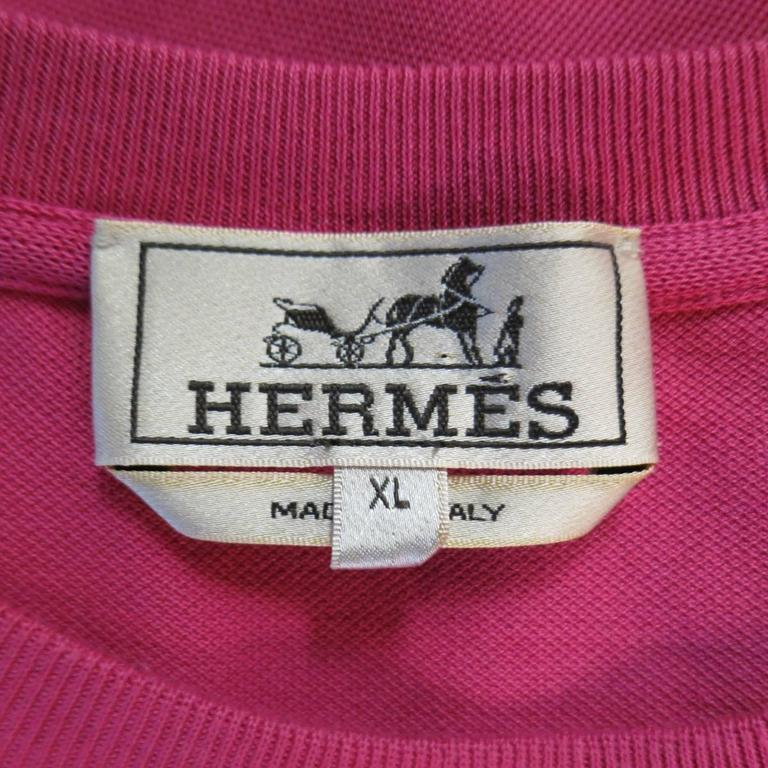 HERMES Size XL Pink Pique Ebroidered Emblem Ras du Cou Pocket T-shirt For Sale 2
