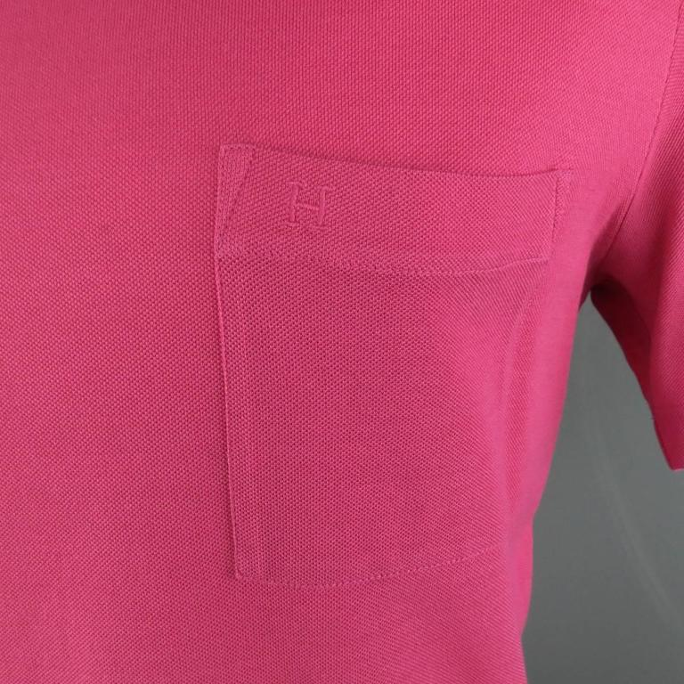 HERMES Size XL Pink Pique Ebroidered Emblem Ras du Cou Pocket T-shirt In Excellent Condition For Sale In San Francisco, CA