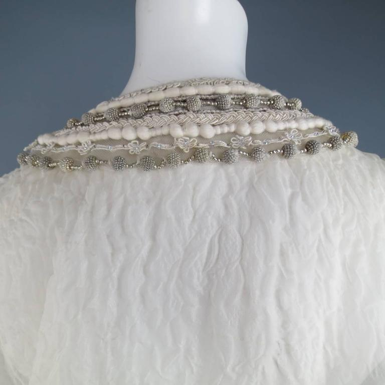 OSCAR DE LA RENTA Beige Textured Silk Fringe Embellished Trim Kaftan Gown For Sale 5