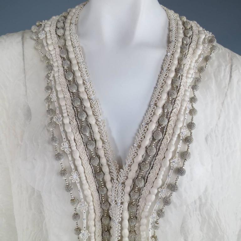 OSCAR DE LA RENTA Beige Textured Silk Fringe Embellished Trim Kaftan Gown In Good Condition For Sale In San Francisco, CA