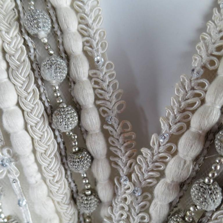 Women's OSCAR DE LA RENTA Beige Textured Silk Fringe Embellished Trim Kaftan Gown For Sale