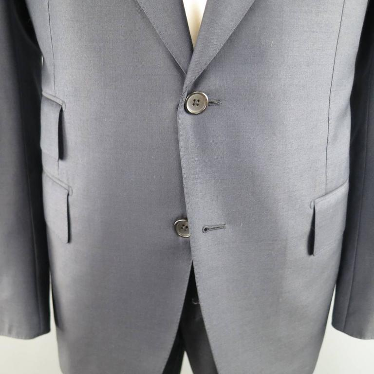 Men's TOM FORD 44 Long Navy Solid Wool Peak Lapel 2 Button 38 34 Suit In Excellent Condition For Sale In San Francisco, CA