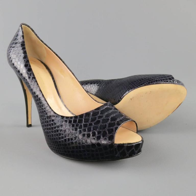 GIUSEPPE ZANOTTI Size 11 Violet Purple Peep Toe Snake Skin Platform Pumps In Excellent Condition For Sale In San Francisco, CA