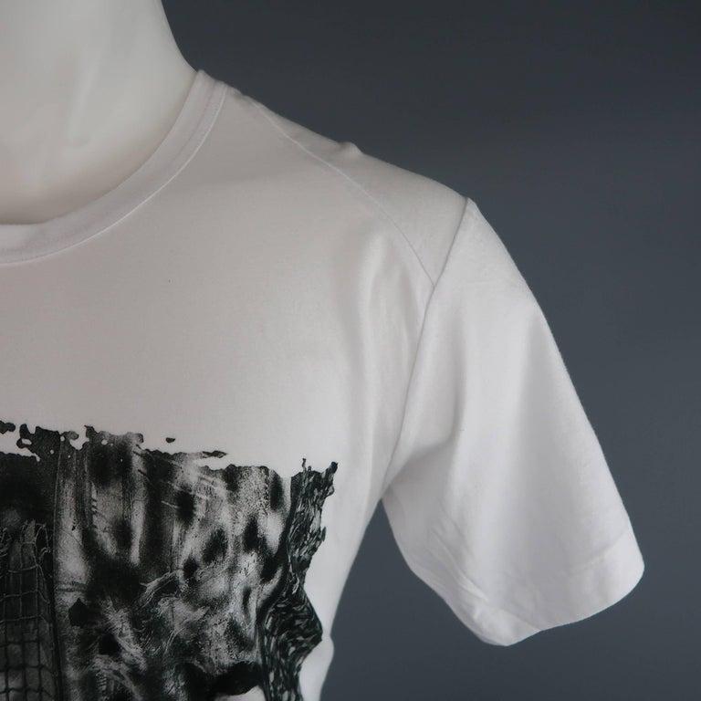 Gray Men's COMME des GARCONS Size M White Roger Ballen Cotton Tall T-shirt For Sale