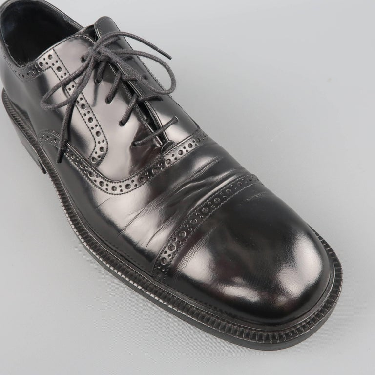 90e26fba0ee Men s GUCCI Size 9 Black Perforated Leather Square Cap Toe Brogue Lace In  Good Condition For