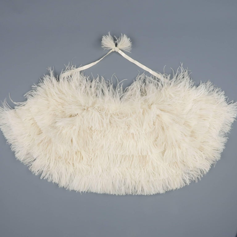 RALPH LAUREN Collection Cream Silk Lined Ostrich Feather Capelet In Excellent Condition For Sale In San Francisco, CA