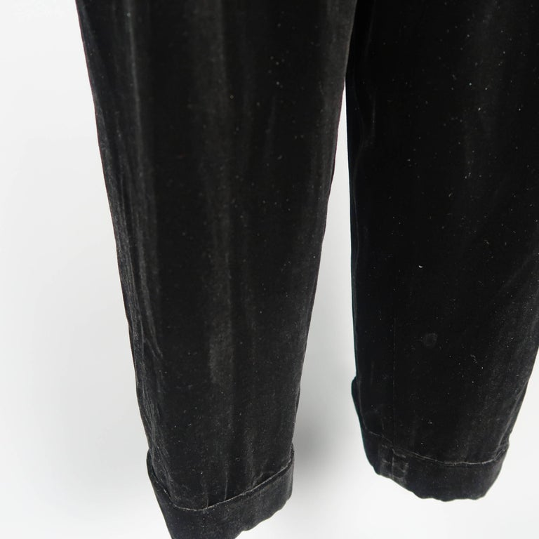 Women's  DONNA KARAN Size 8 Black Velvet High Rise Pleated Dress Pants For Sale