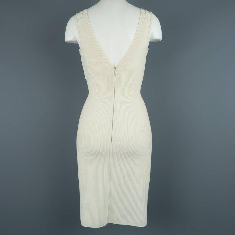 Women's Alaia Dress - Size XS - Cream Ribbed Scoop Neck Bodycon Sleeveless For Sale