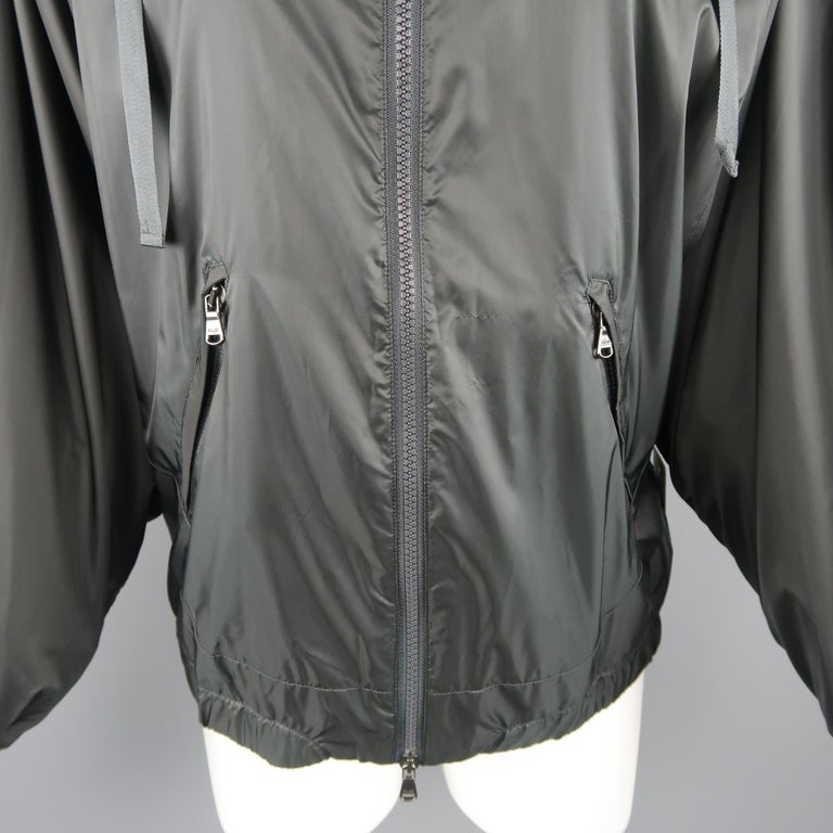 RLX by RALPH LAUREN Size S Gray Nylon Hooded Batwing Sleeve Jacket In Excellent Condition For Sale In San Francisco, CA